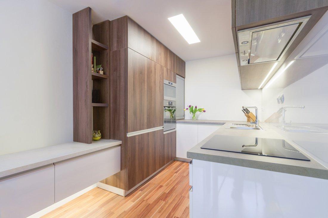biela kuchyňa v paneláku