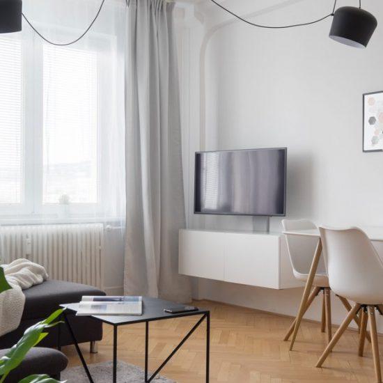 obývačka s jedálenským stolom