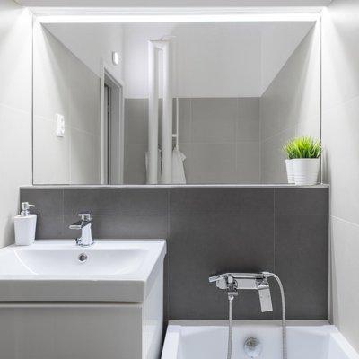 kúpeľňa so zrkadlom